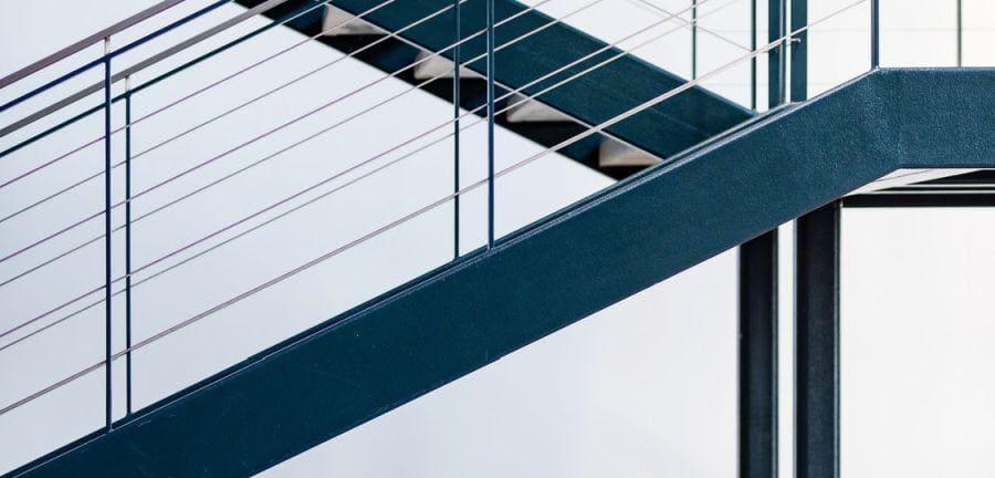 Nietypowe schody metalowe