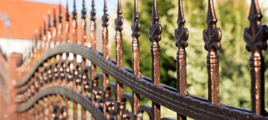 Rodzaje ogrodzeń metalowych